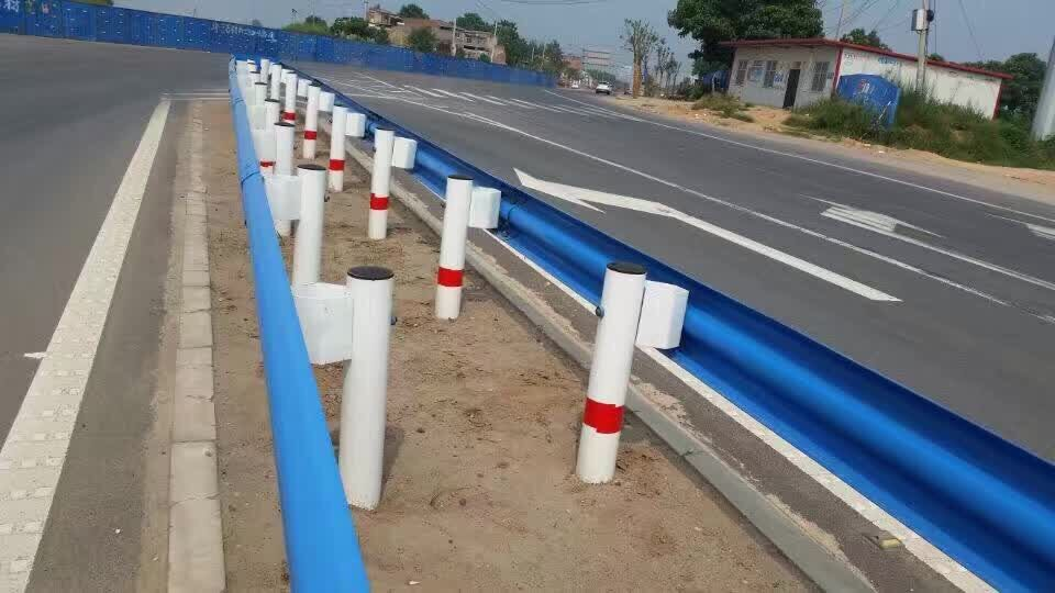 贵州厂家直销波形护栏板立柱 喷塑立柱 波形护栏板