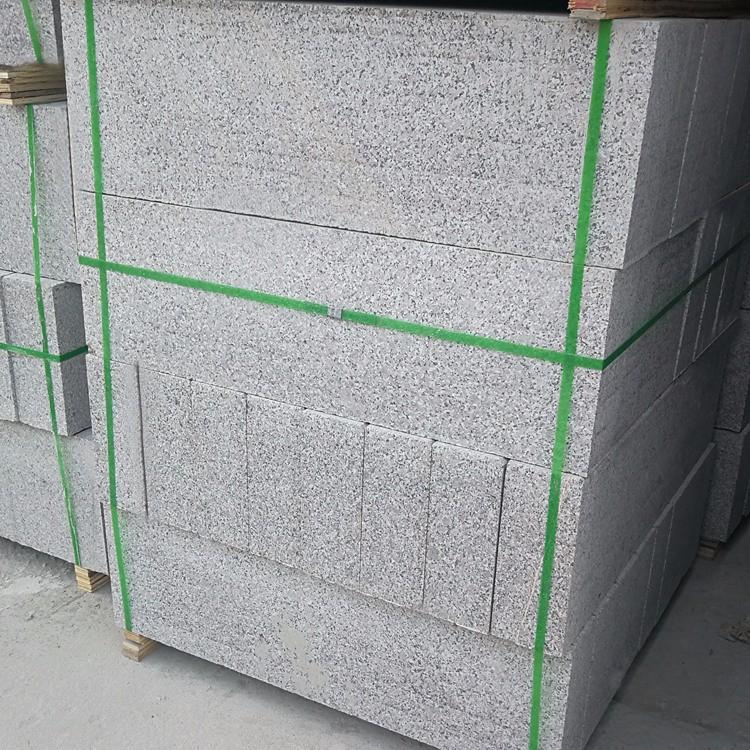 出售芝麻灰路缘石规格 优质芝麻灰路缘石安装 芝麻灰路缘石