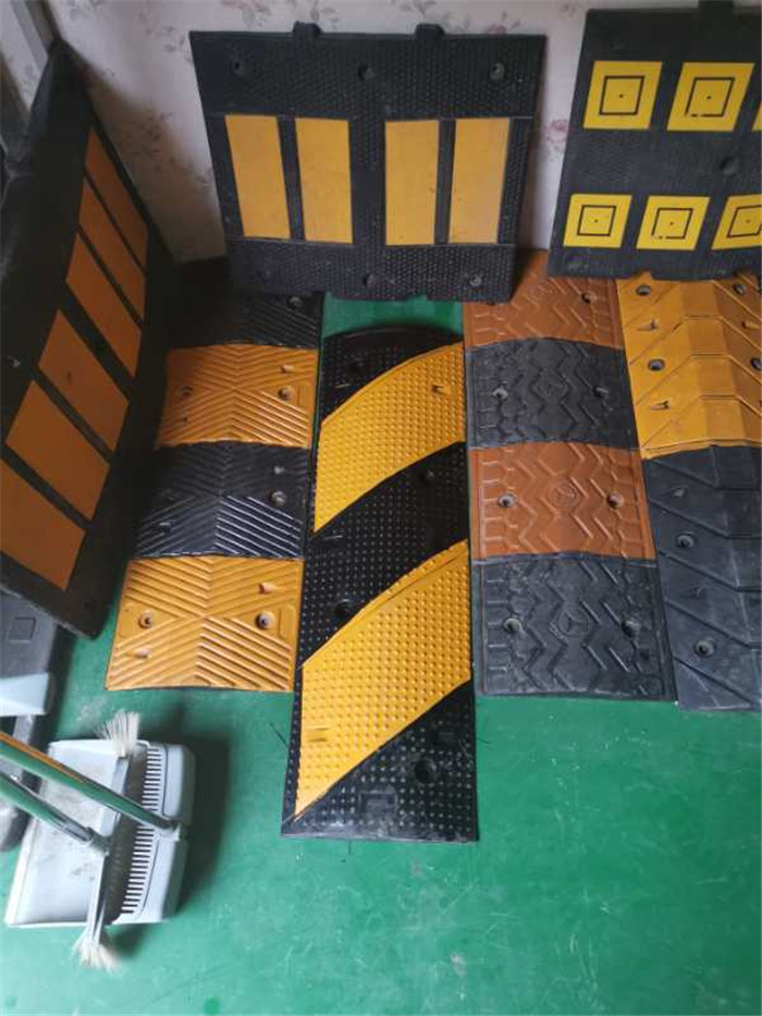 遵义专业生产厂家直销减速带  铸铁减速带安装
