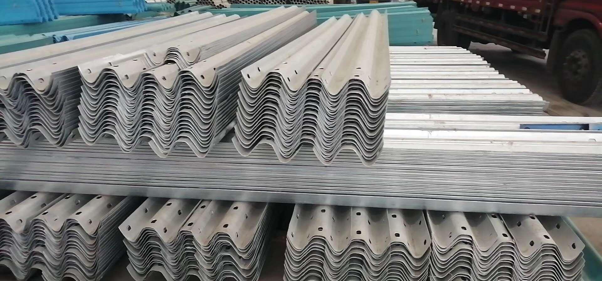 波形护栏板 高速公路波形护栏 热镀锌波型梁护栏  现货供应