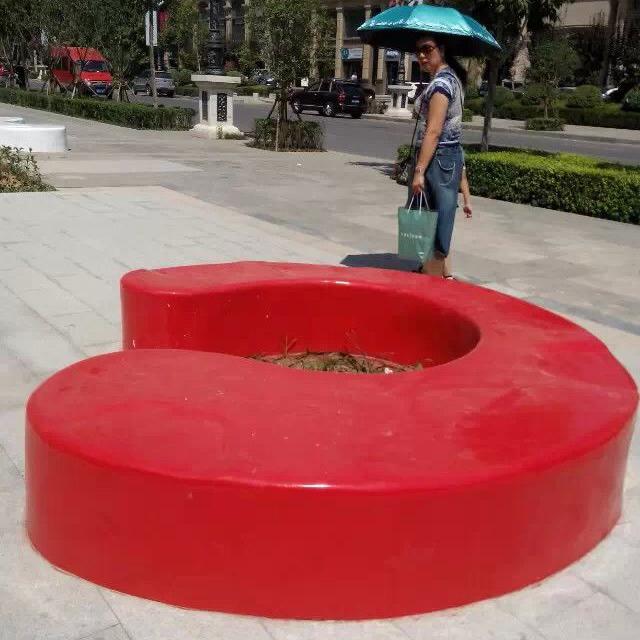 西安玻璃钢坐凳厂家 玻璃钢雕塑 公园广场城市美陈坐凳雕塑 树池种植池