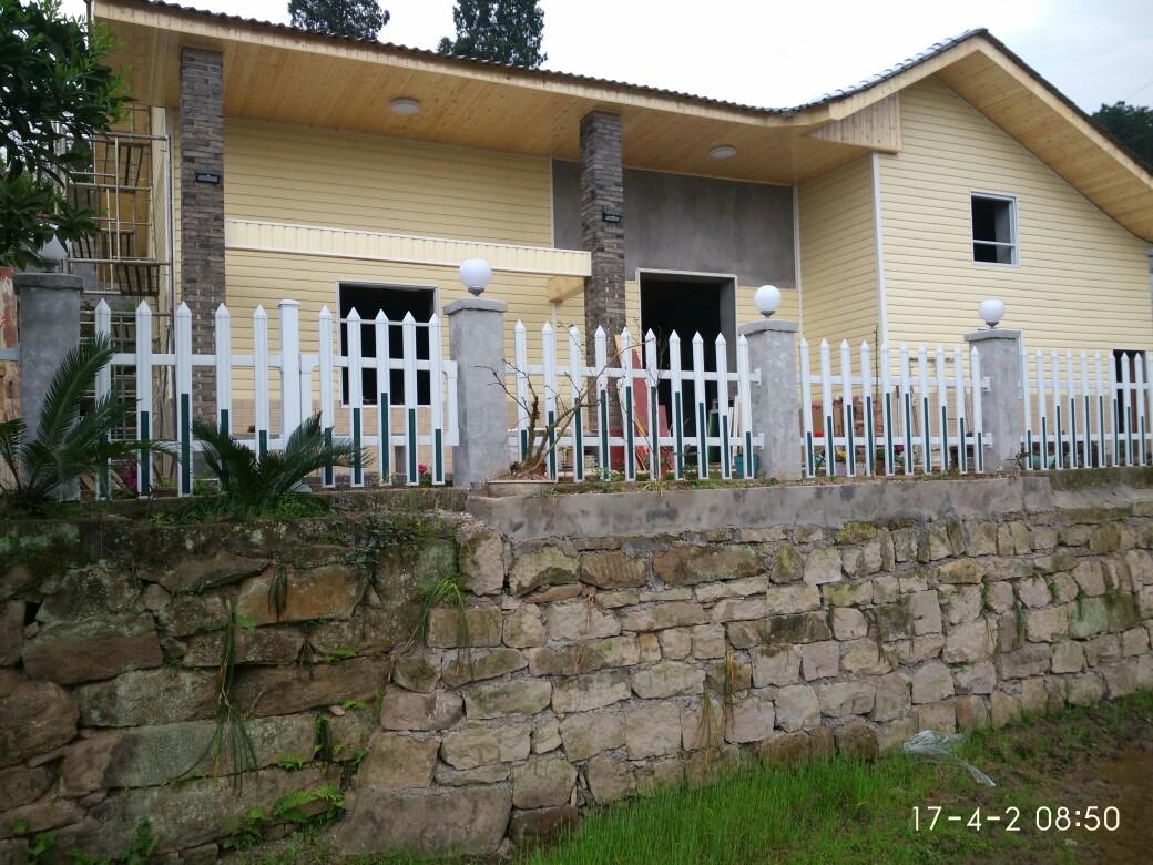 木屋外墙防水装饰板PVC外墙扣板咖啡色价格实惠