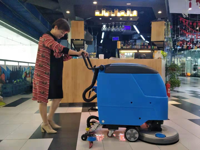 超市农贸市场商场机场车库使用的驾驶式洗地机