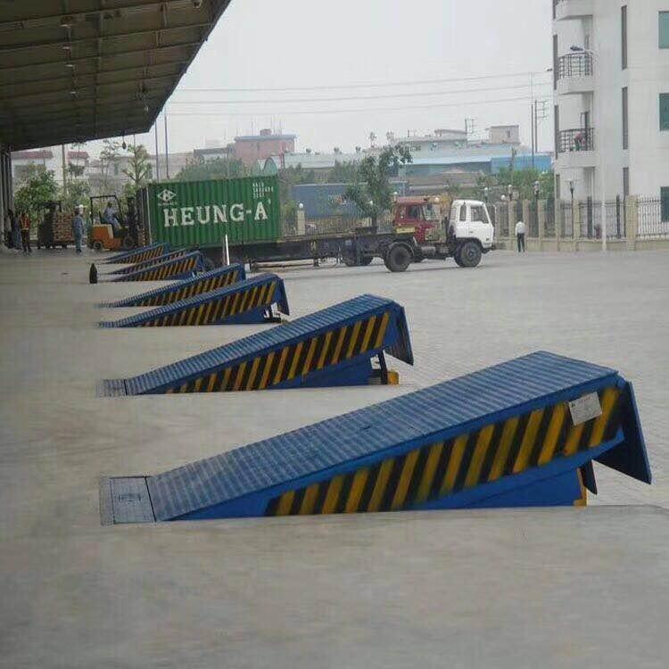 贵州采用手摇液压泵做动力无须外接动力登车桥高度的调节固定式等车桥