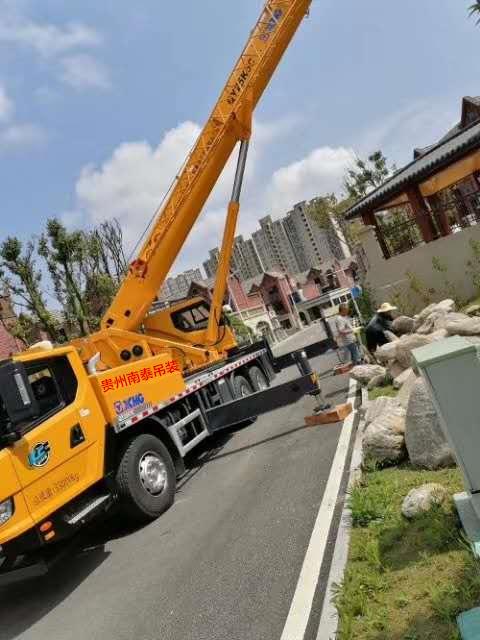 贵州清镇工作300小时220吨吊车出租搬运新型吊车