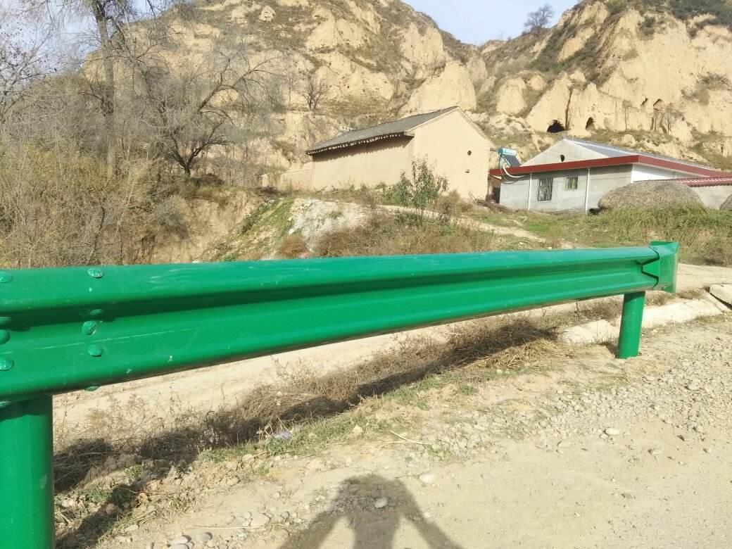 临夏 高速公路护栏板加工启鸿波形护栏生产厂家 售后无忧