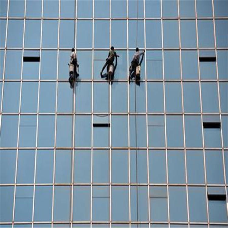 特殊清洗高铁站机场风电塔筒外墙玻璃墙清洗养护