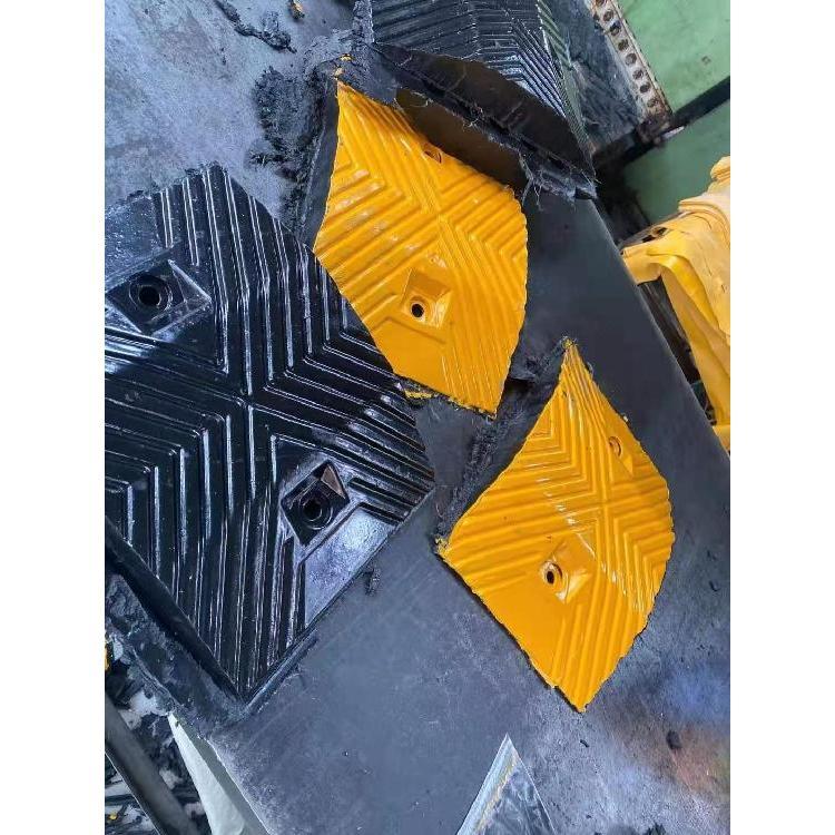 陕西减速带厂家 公路橡胶减速带 西安减速带厂家