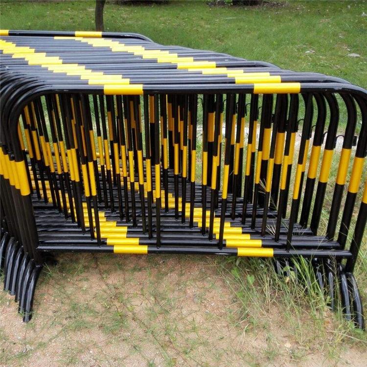 加厚型32管镀锌铁马隔离栏黑管铁马护栏道路施工移动围栏警示护栏